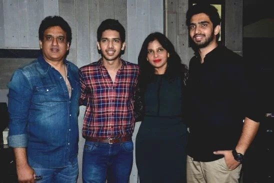 Amaal Mallik with his family photo