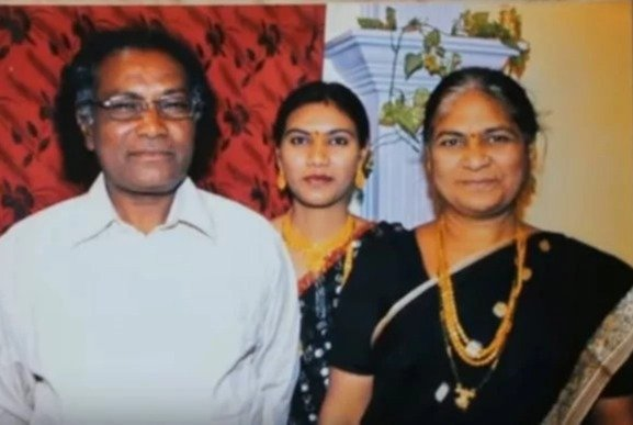 Lopa Mudra Raut Parents & Sister