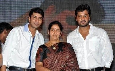 Allari Naresh with his mother and brother