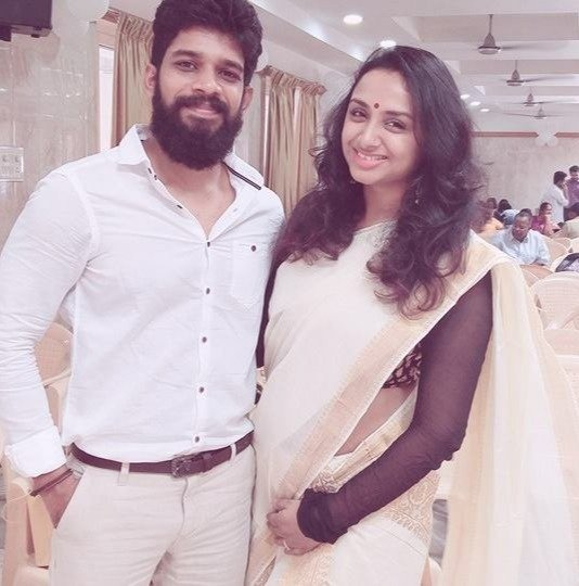 Suhasinni Rajuu with her husband Kumaran photo