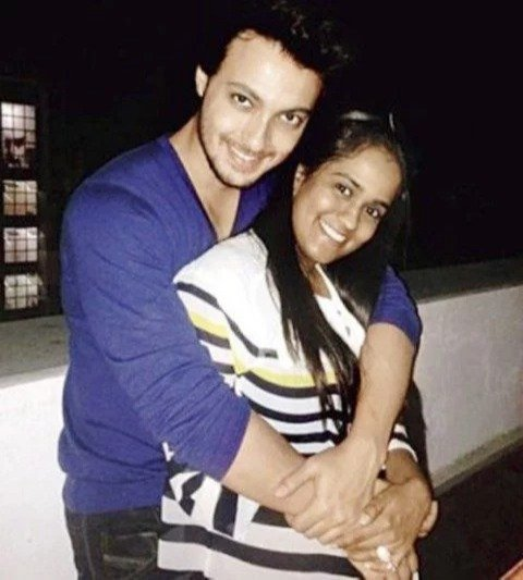 Ayush Sharma with his wife Arpita Khan photo