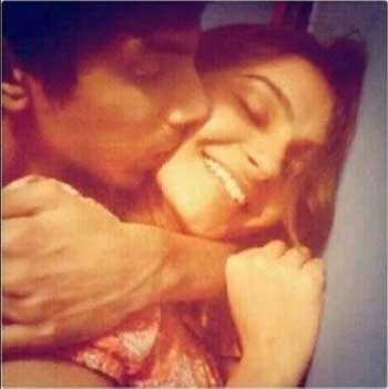 Anirudh kissing Andrea Jeremiah private leaked photo