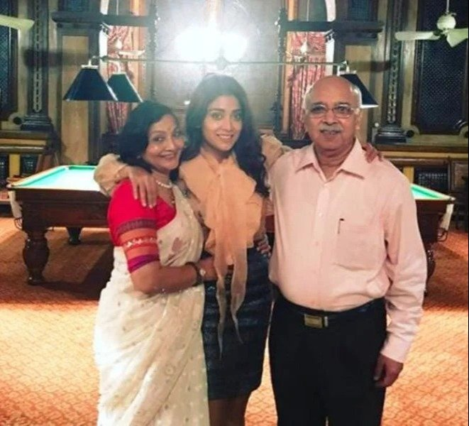 Shriya Saran with Her Parents
