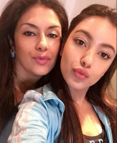 Saher Bamba with her mother